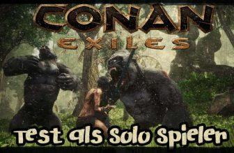 Barbarin kämpft mit zwei Affen in Conan Exiles . Der Test